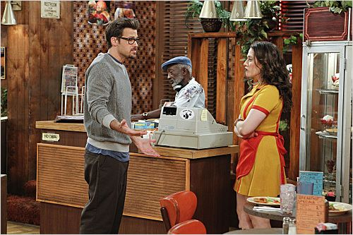 2 Broke Girls : photo Garrett Morris, Kat Dennings, Nick Zano