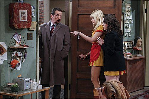 2 Broke Girls : photo Beth Behrs, Kat Dennings, Lou Dimaggio