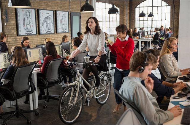 Le Nouveau stagiaire : Photo Anne Hathaway, Christina Scherer