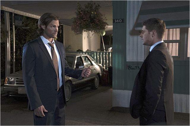 Photo de jared padalecki dans la s rie supernatural photo 80 sur 495 allocin - Jensen ackles taille ...