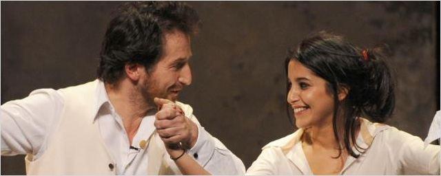 Théâtre : Leïla Bekhti fait ses premiers pas sur les planches ! [PHOTOS + VIDEO]