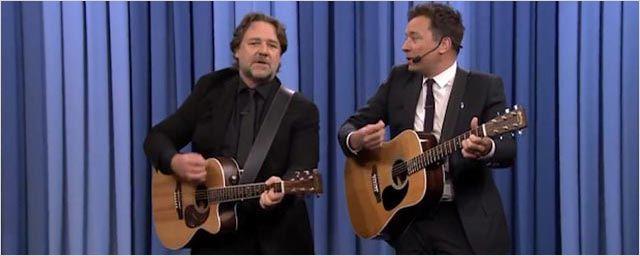 Russell Crowe chante une chanson écolo-grivoise avec Jimmy Fallon