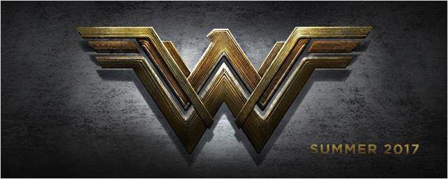 Wonder Woman pose avec des Amazones sur la photo du film DC Comics