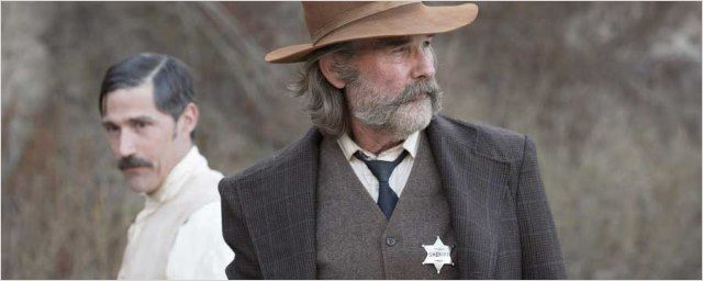 Extrait Bone Tomahawk : Kurt Russell en shérif chevronné fait une macabre découverte