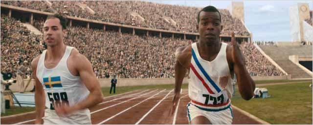 John Boyega pressenti, entraînement à la course, jouer Hitler... La Couleur de la victoire en 4 extraits !