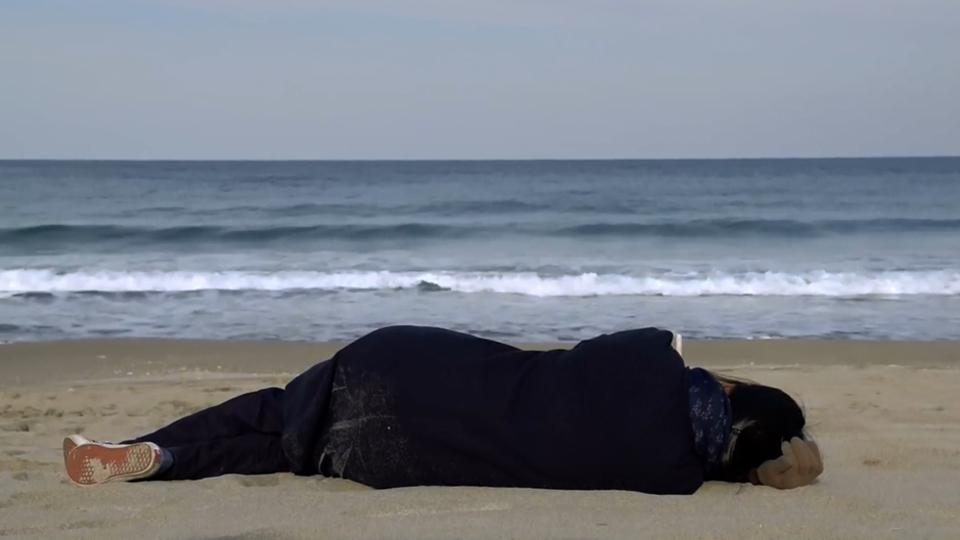 trailer du film seule sur la plage la nuit seule sur la plage la nuit bande annonce 2 vo. Black Bedroom Furniture Sets. Home Design Ideas