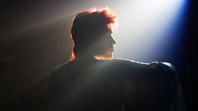 Stardust sur OCS : pourquoi ce biopic sur David Bowie a suscité la polémique?