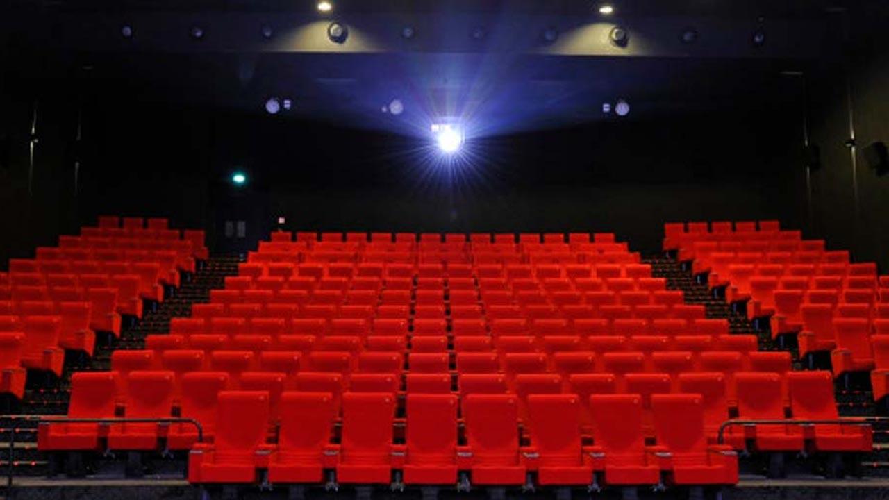 Pass sanitaire : les cinémas ne pourront pas abaisser leur jauge à 49 personnes – Actus Ciné