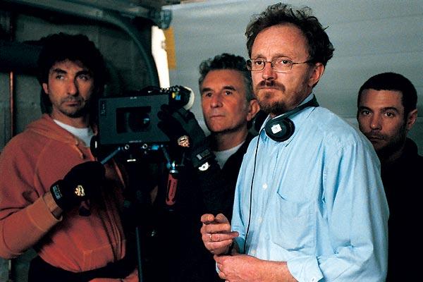Le réalisateur Frédéric Schoendoerffer sur le tournage