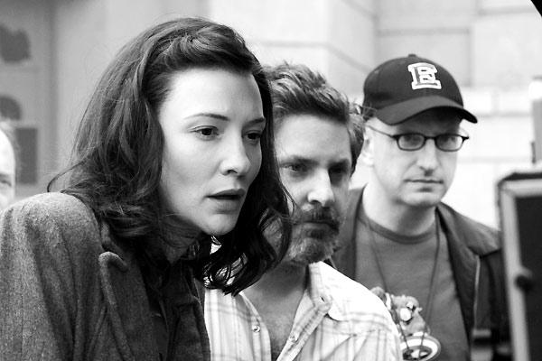 Cate Blanchett, Gregory Jacobs (producteur) et Steven Soderbergh (sur le tournage)