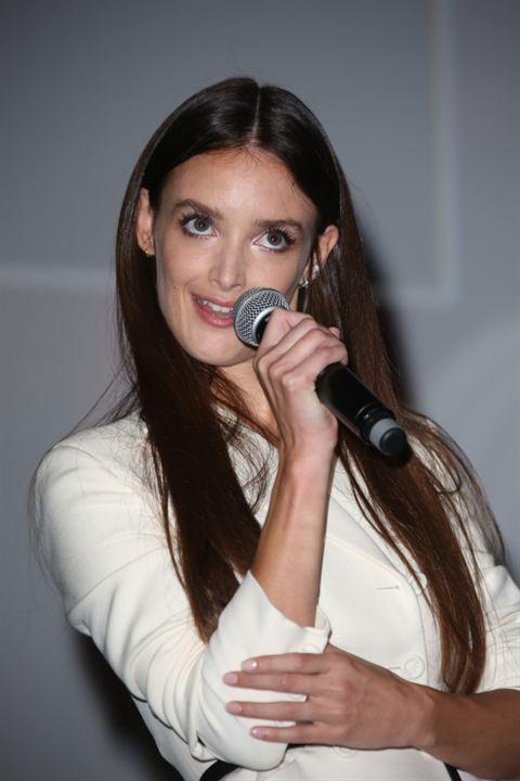 Charlotte Le Bon en mode chanteuse ?