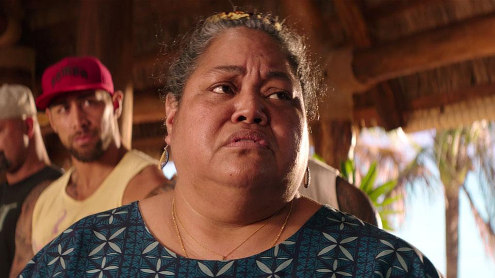 Mère : Sefina Hobbs (Lori Pelenise Tuisano)