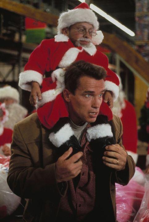 Verne Troyer et Arnold Schwarzenegger