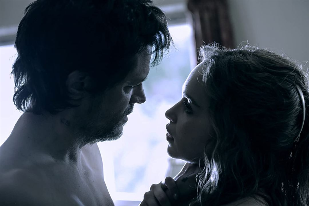 Above Suspicion : Photo Emilia Clarke, Johnny Knoxville