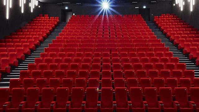 Couvre Feu Les Cinemas Fermeront A 21h00 En Ile De France Et Dans 8 Metropoles Actus Cine Allocine